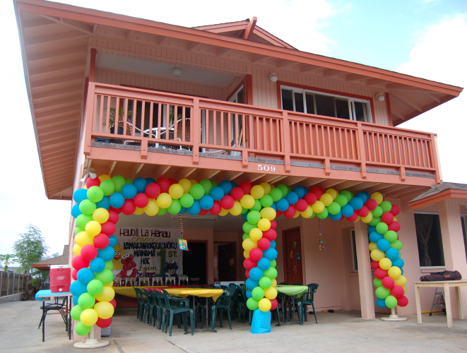 Balloon decorations sweet art designs creative ideas for Decorating arches in house