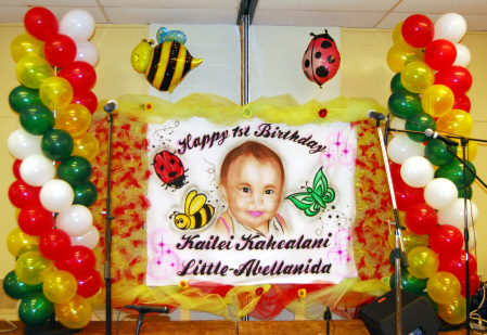 Balloon Decorations on Bugs   Bumble Bees    Kailei First Birthday Stage Balloon Decorations