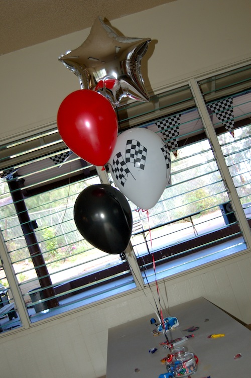 Balloons sweet art designs creative ideas from the for Balloon cluster decoration